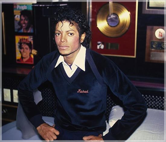Michael-Jackson-gold-records-550x470