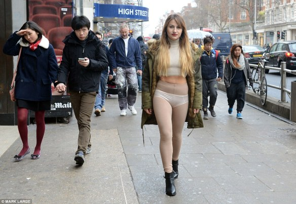 25A5756100000578-2952365-Deni_Kirkova_24_from_London_stepped_out_on_a_London_High_Street_-a-5_1423857413510